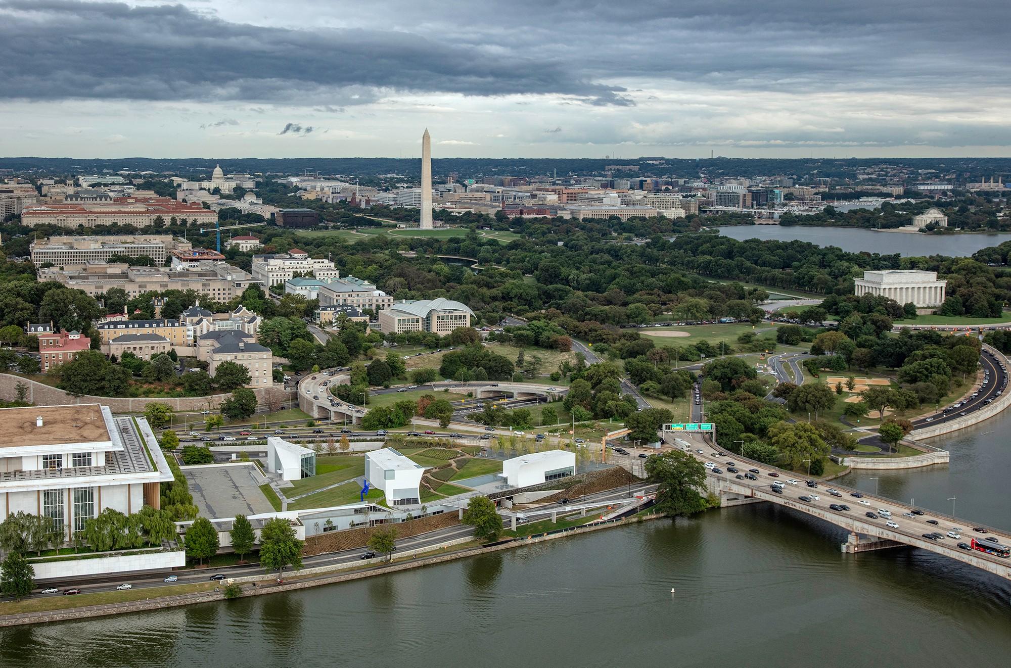 https://stevenholl.sfo2.digitaloceanspaces.com/uploads/projects/project-images/01-JFK-Aerial.jpg