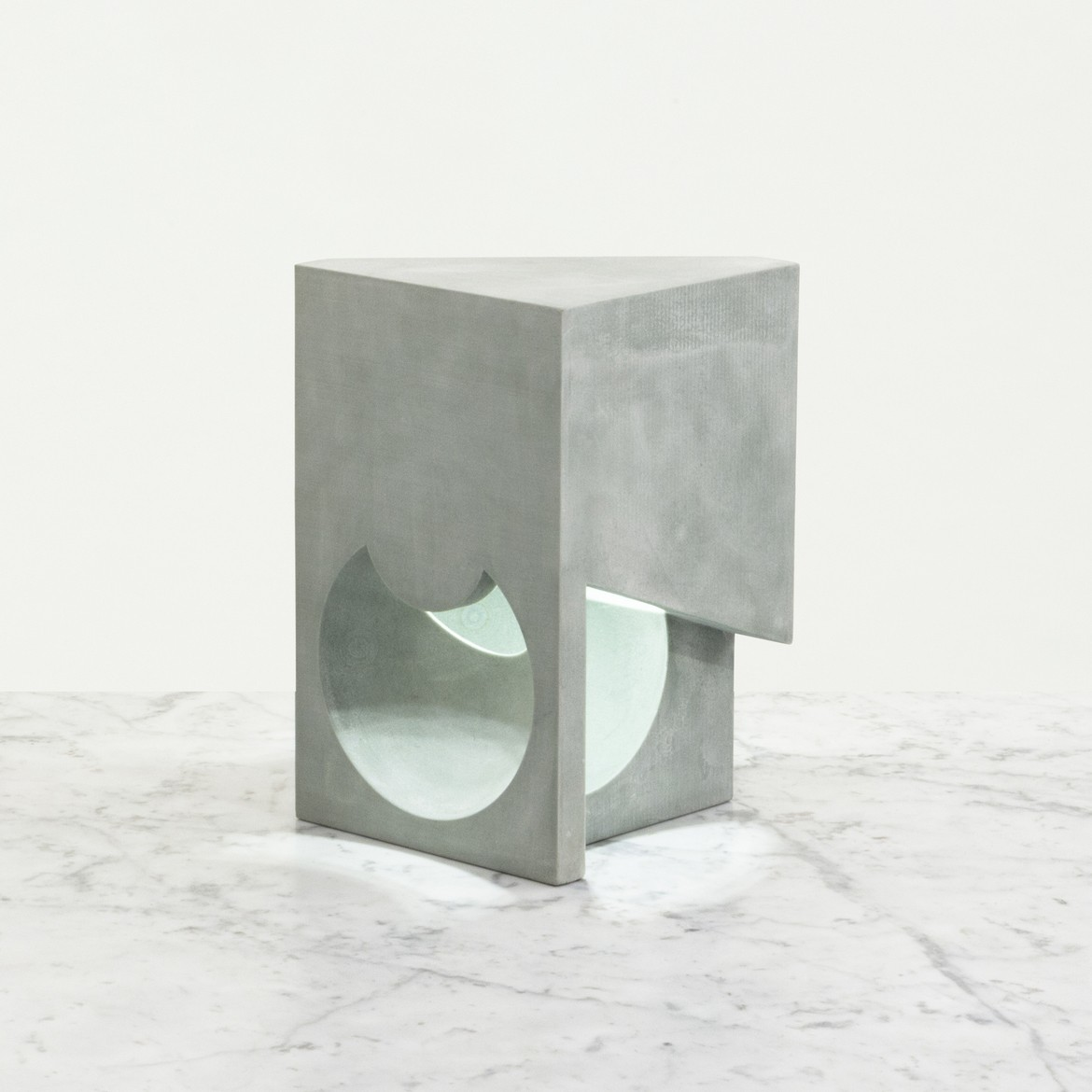 https://stevenholl.sfo2.digitaloceanspaces.com/uploads/projects/project-images/14-Ex-of-in-Table-Lamp.jpg