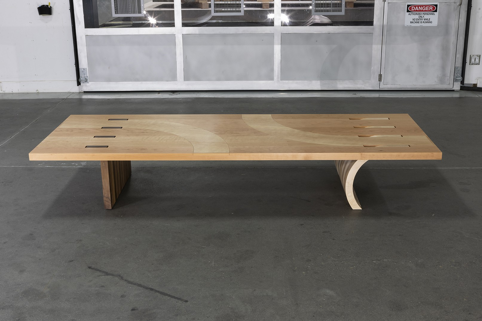 https://stevenholl.sfo2.digitaloceanspaces.com/uploads/projects/project-images/5136.1_Approval_Coffee_Table5_01.jpg