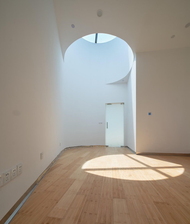 https://stevenholl.sfo2.digitaloceanspaces.com/uploads/projects/project-images/COFCO_interiorlight_Aogvision.jpg