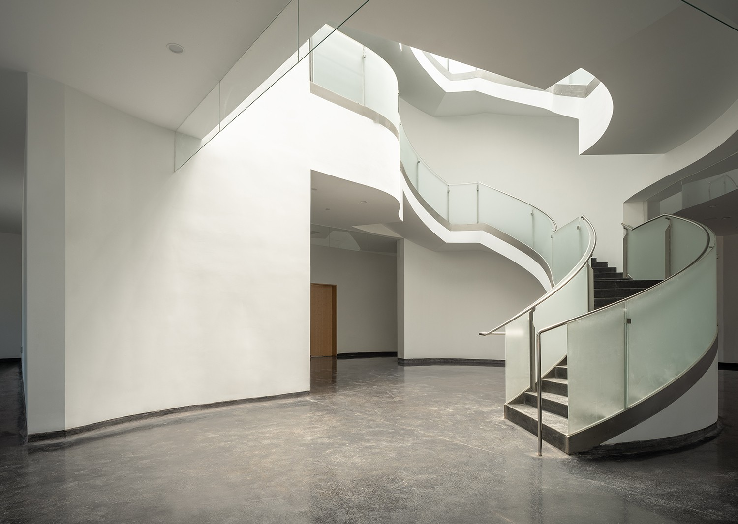 https://stevenholl.sfo2.digitaloceanspaces.com/uploads/projects/project-images/COFCO_interiorstair_Aogvision.jpg