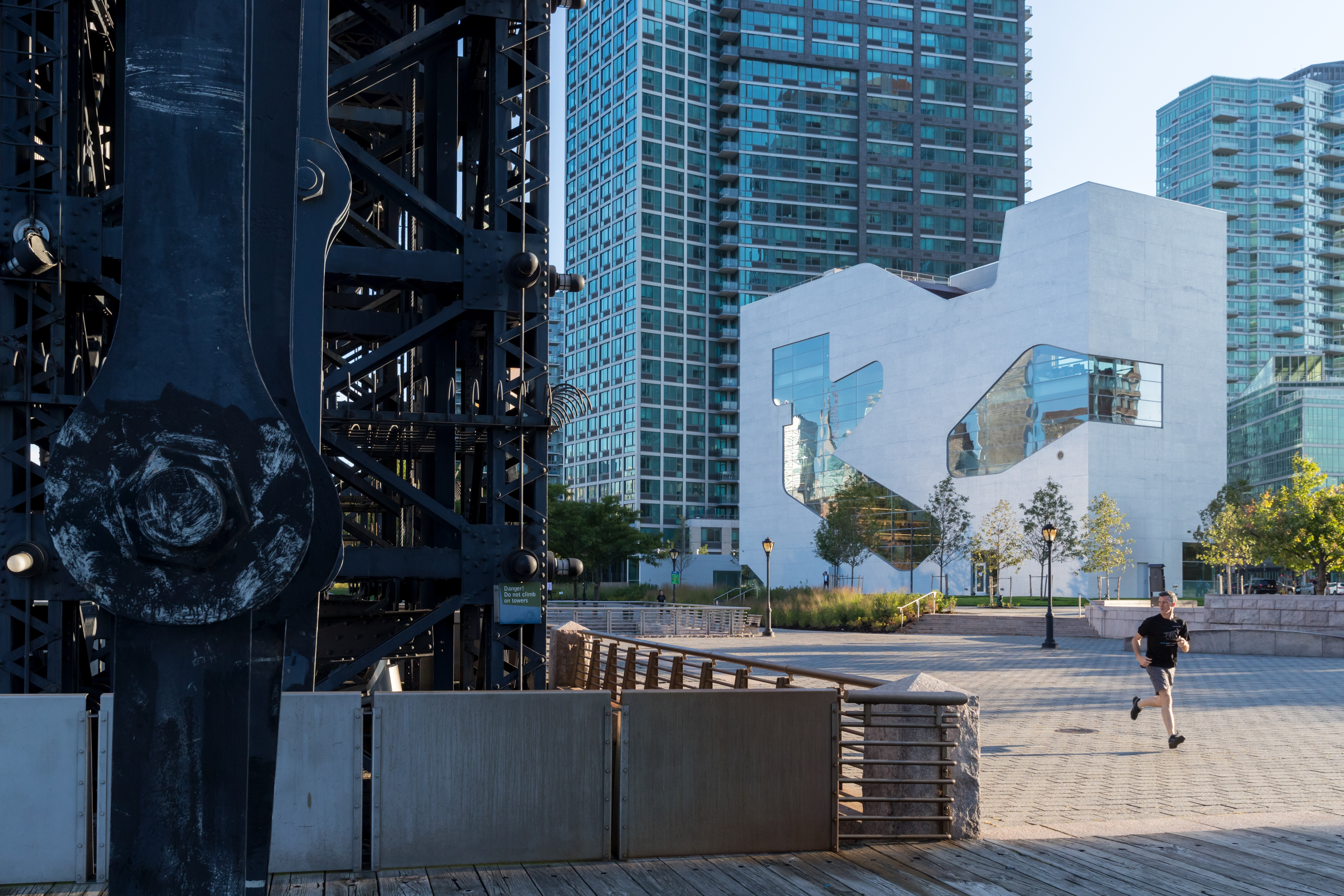 https://stevenholl.sfo2.digitaloceanspaces.com/uploads/projects/project-images/IB.jpg