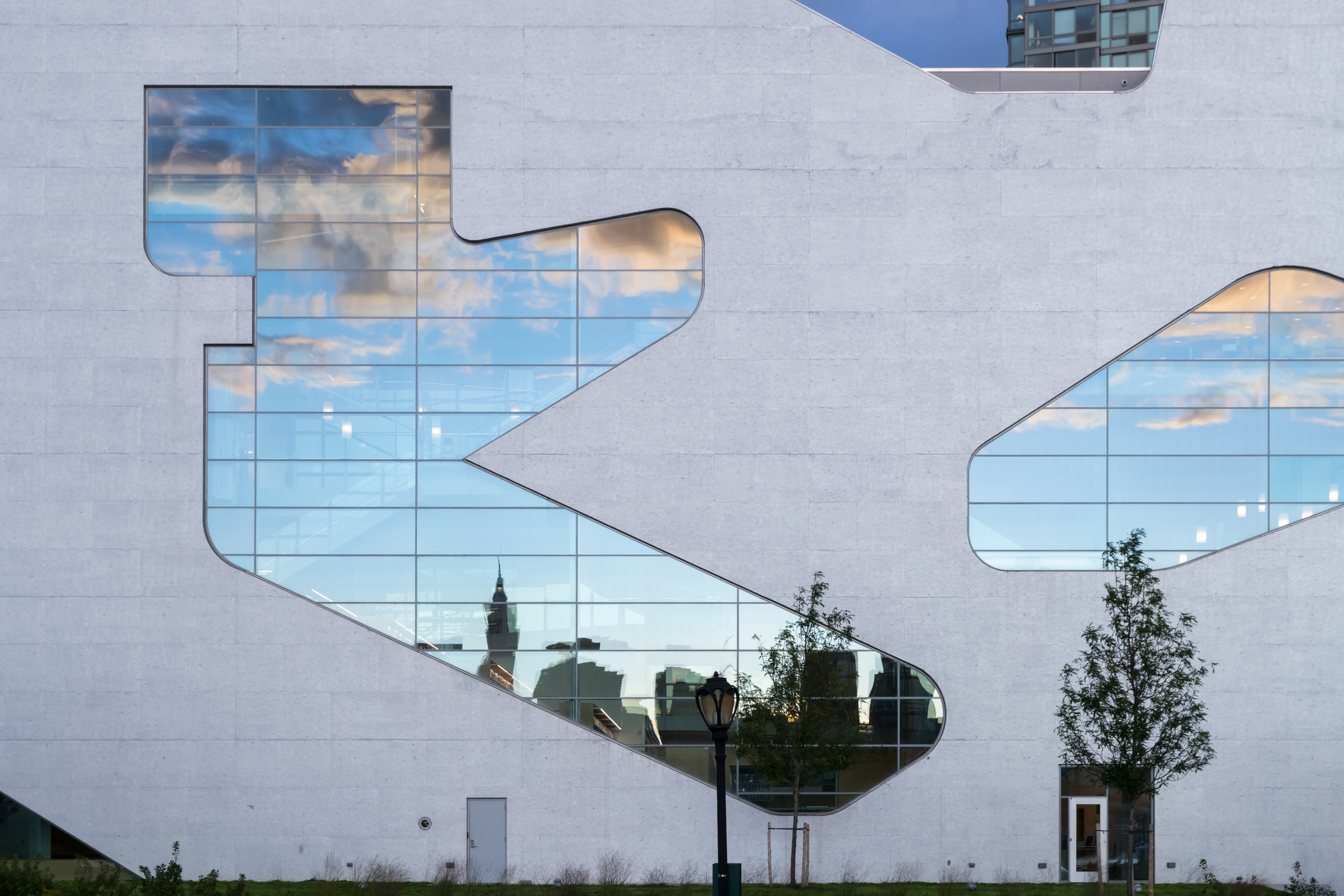 https://stevenholl.sfo2.digitaloceanspaces.com/uploads/projects/project-images/IB4.jpg