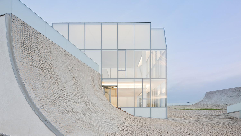 https://stevenholl.sfo2.digitaloceanspaces.com/uploads/projects/project-images/IwanBaan_Biarritz_BiarritzSHA10-127307_WH.jpg