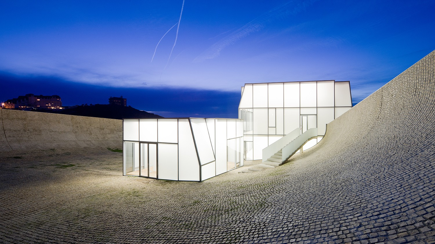 https://stevenholl.sfo2.digitaloceanspaces.com/uploads/projects/project-images/IwanBaan_Biarritz_BiarritzSHA10-127397_WH.jpg