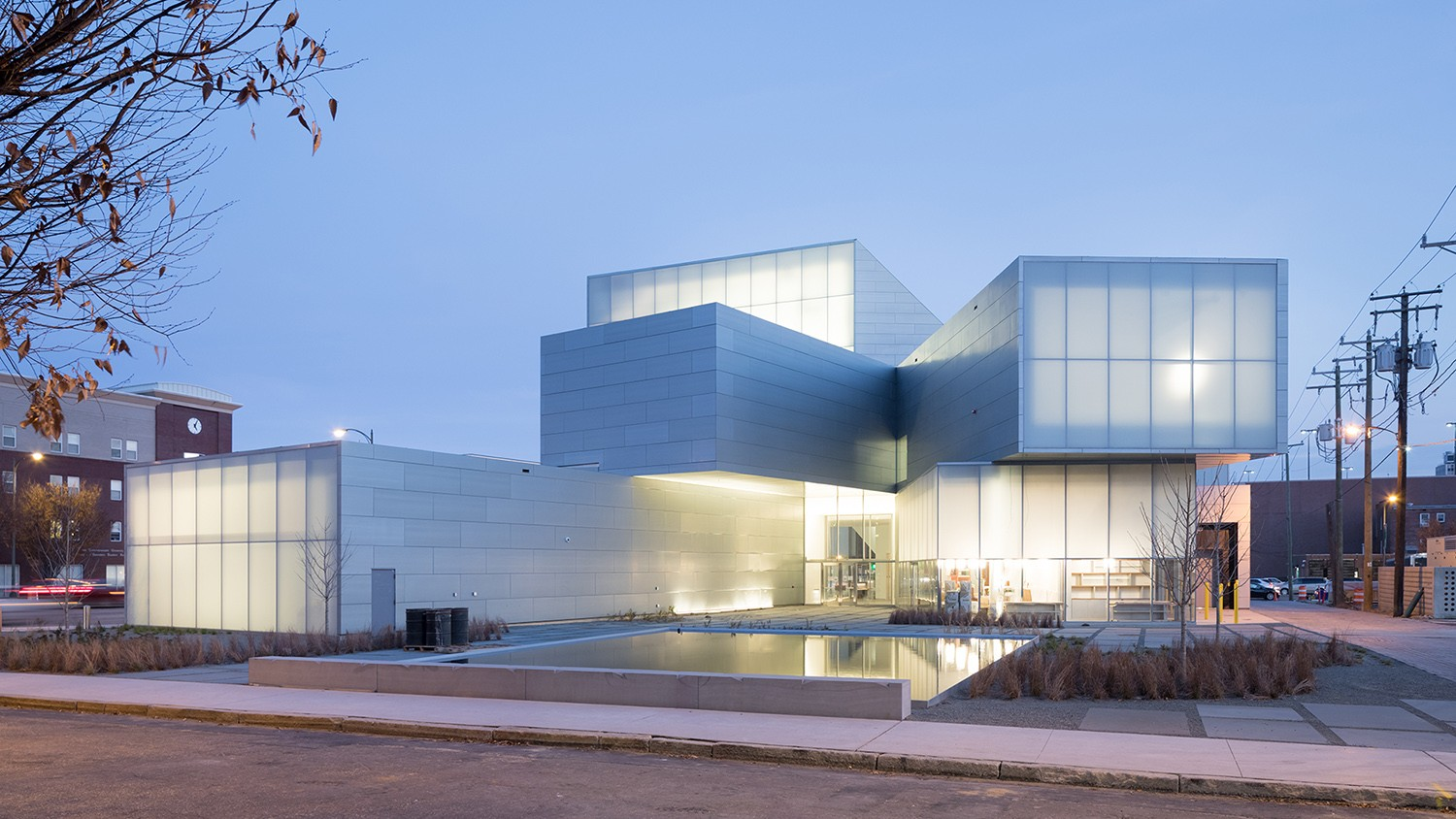 https://stevenholl.sfo2.digitaloceanspaces.com/uploads/projects/project-images/IwanBaan_ICA_VCU17-12SHA 4419_WH.jpg