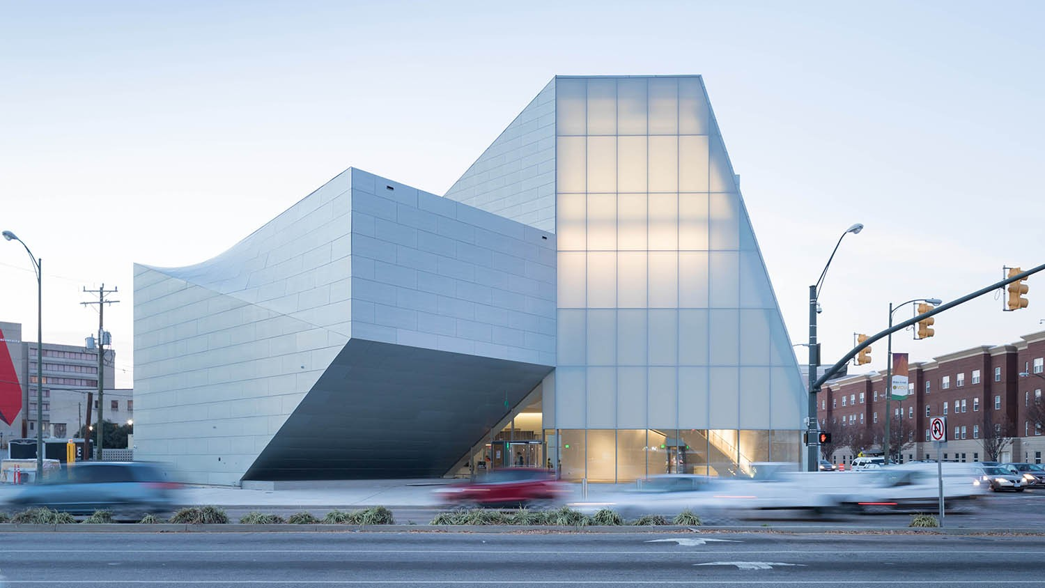 https://stevenholl.sfo2.digitaloceanspaces.com/uploads/projects/project-images/IwanBaan_ICA_VCU17-12SHA4280_WH.jpg