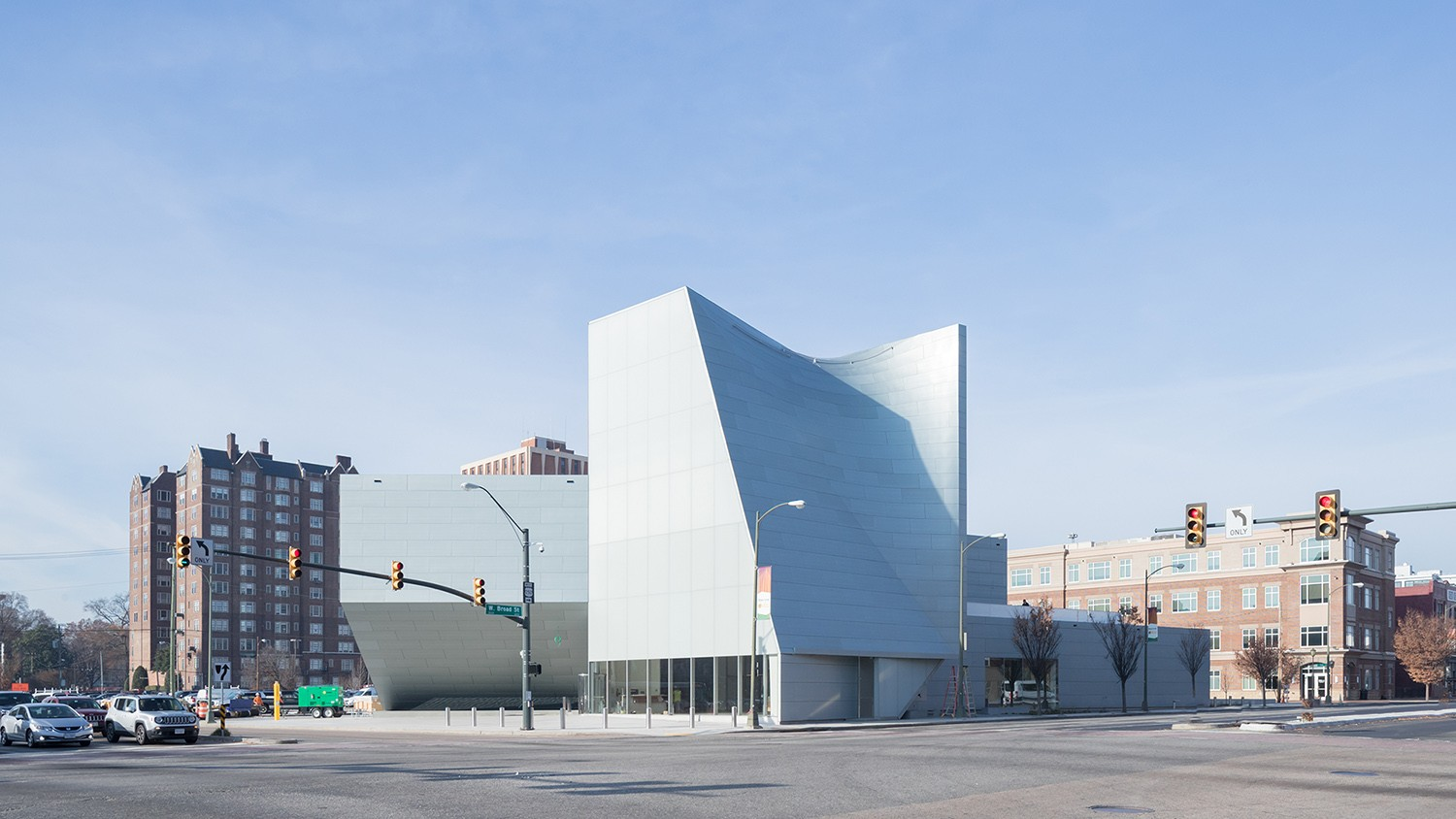 https://stevenholl.sfo2.digitaloceanspaces.com/uploads/projects/project-images/IwanBaan_ICA_VCU_17-12SHA3652_WH.jpg