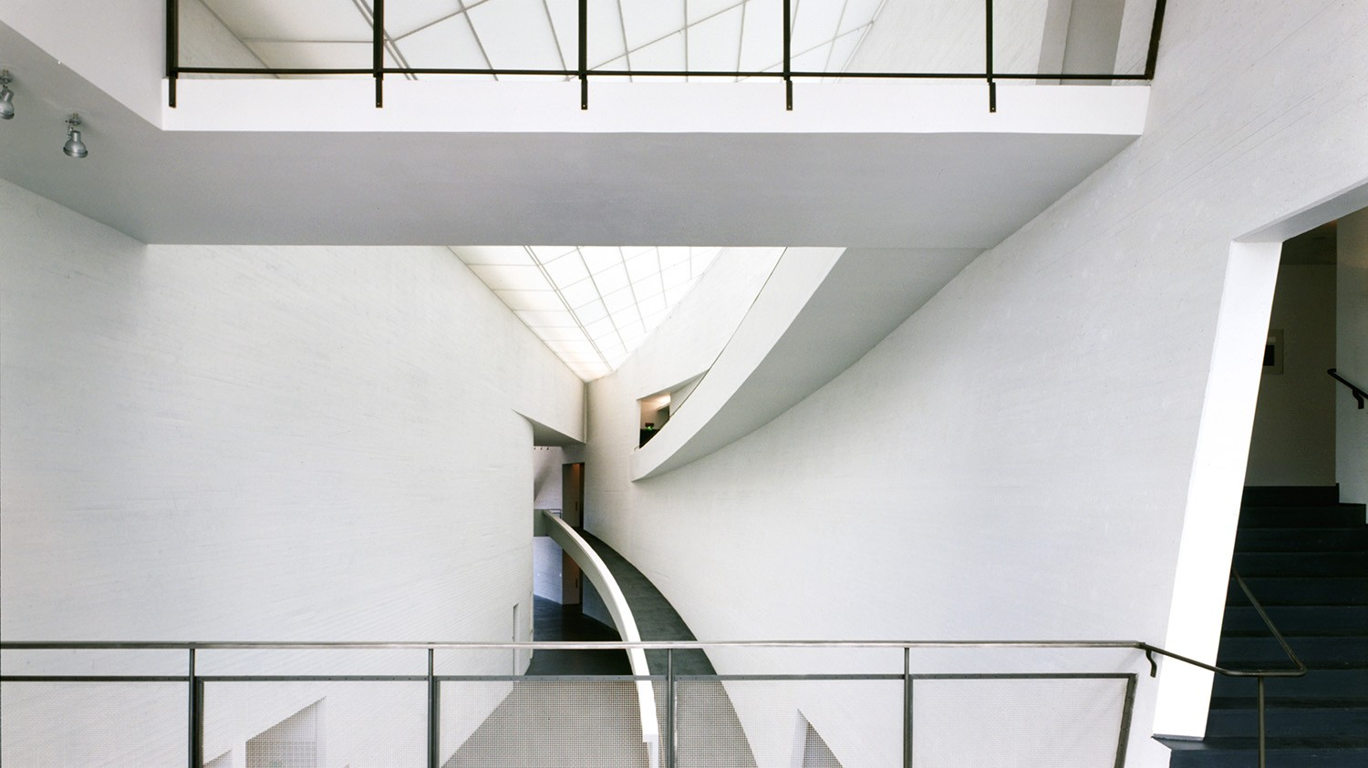 https://stevenholl.sfo2.digitaloceanspaces.com/uploads/projects/project-images/PaulWarchol_Kiasma_98-047-08B_WH.jpg