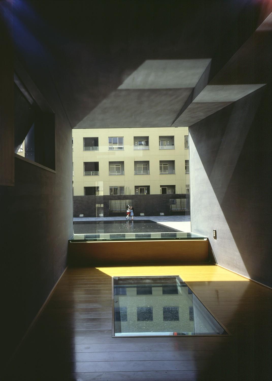 https://stevenholl.sfo2.digitaloceanspaces.com/uploads/projects/project-images/PaulWarchol_Makuhari_96-031-23B_WV.jpg