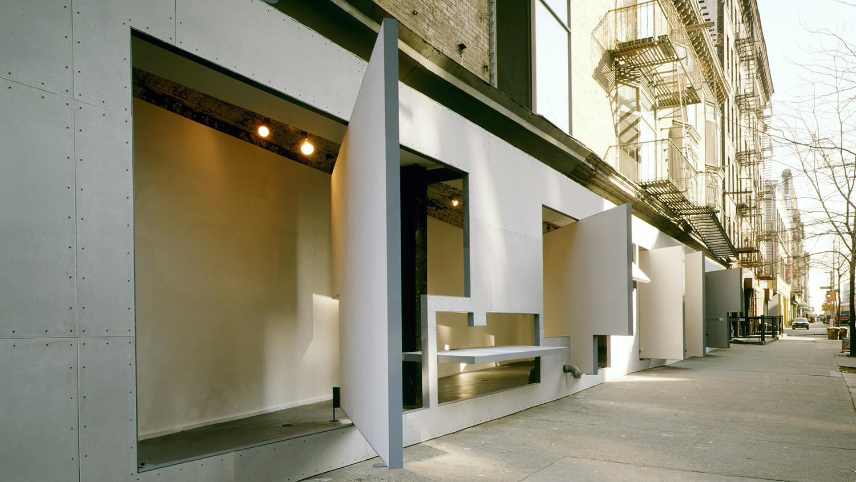 https://stevenholl.sfo2.digitaloceanspaces.com/uploads/projects/project-images/PaulWarchol_Storefront_93-093-02B_WH.jpg