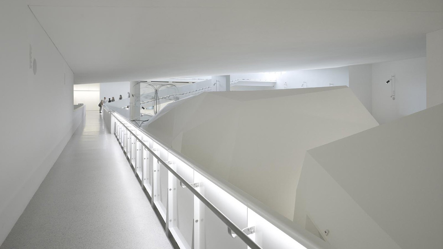 https://stevenholl.sfo2.digitaloceanspaces.com/uploads/projects/project-images/RolandHalbe_Biarritz_RH2027-0060_WH.jpg