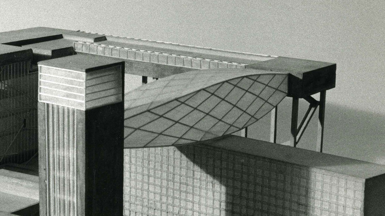 https://stevenholl.sfo2.digitaloceanspaces.com/uploads/projects/project-images/StevenHollArchitects_Berlin_bridge_closeup_WH.jpg