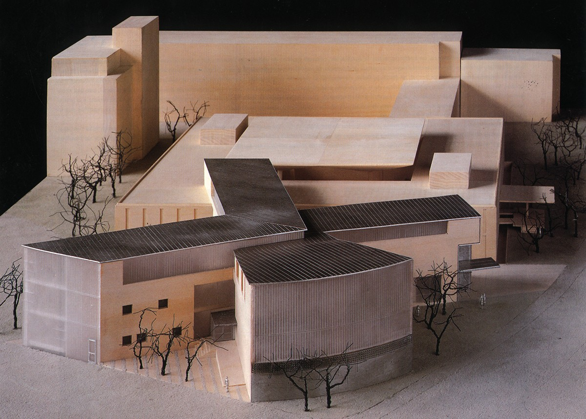 https://stevenholl.sfo2.digitaloceanspaces.com/uploads/projects/project-images/StevenHollArchitects_CALA_Model_03Wood_WC.jpg