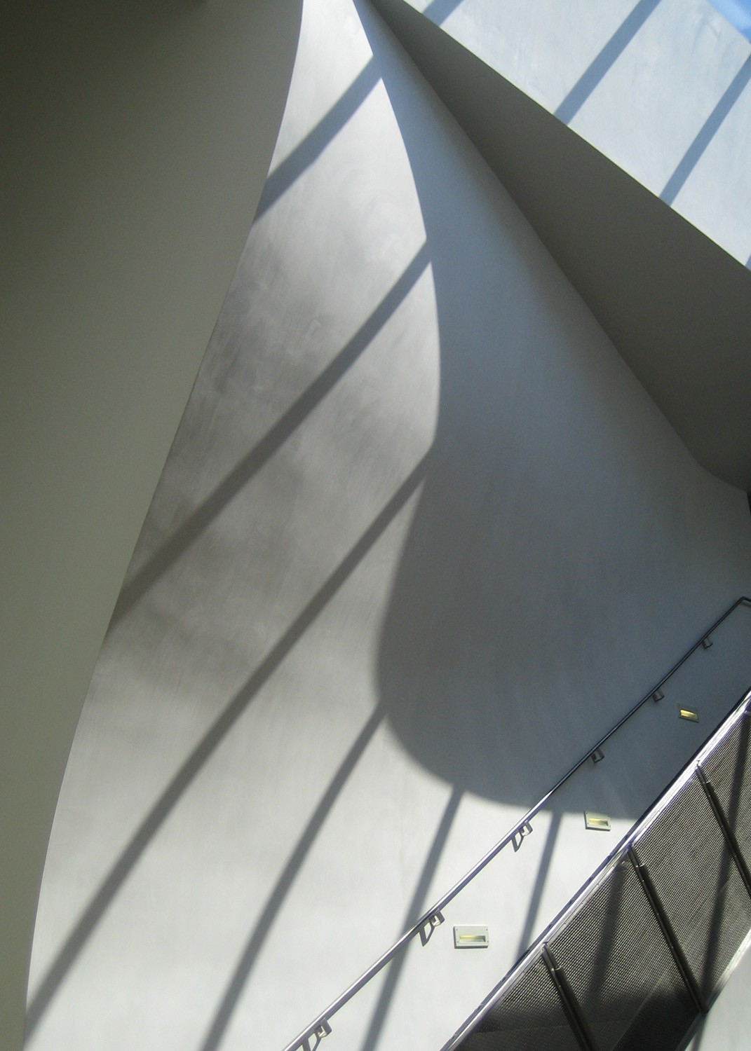https://stevenholl.sfo2.digitaloceanspaces.com/uploads/projects/project-images/StevenHollArchitects_InteriorStairDetail_WV.jpg