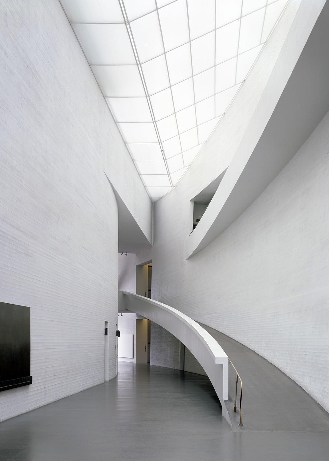 https://stevenholl.sfo2.digitaloceanspaces.com/uploads/projects/project-images/StevenHollArchitects_Kiasma_LobbyPhotoRecent_WV.jpg