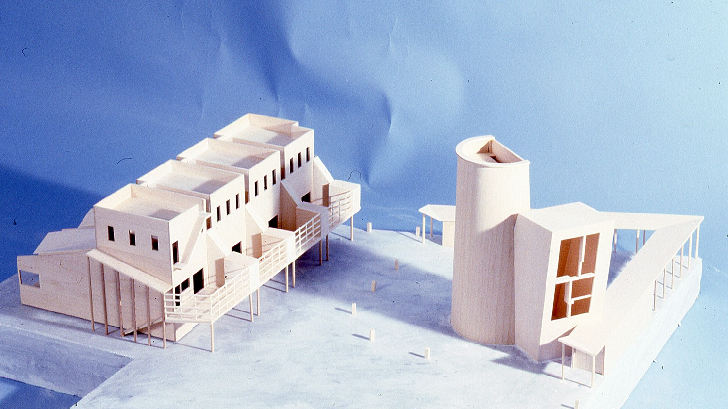 https://stevenholl.sfo2.digitaloceanspaces.com/uploads/projects/project-images/StevenHollArchitects_Ludlow_Model_3_WH.jpg