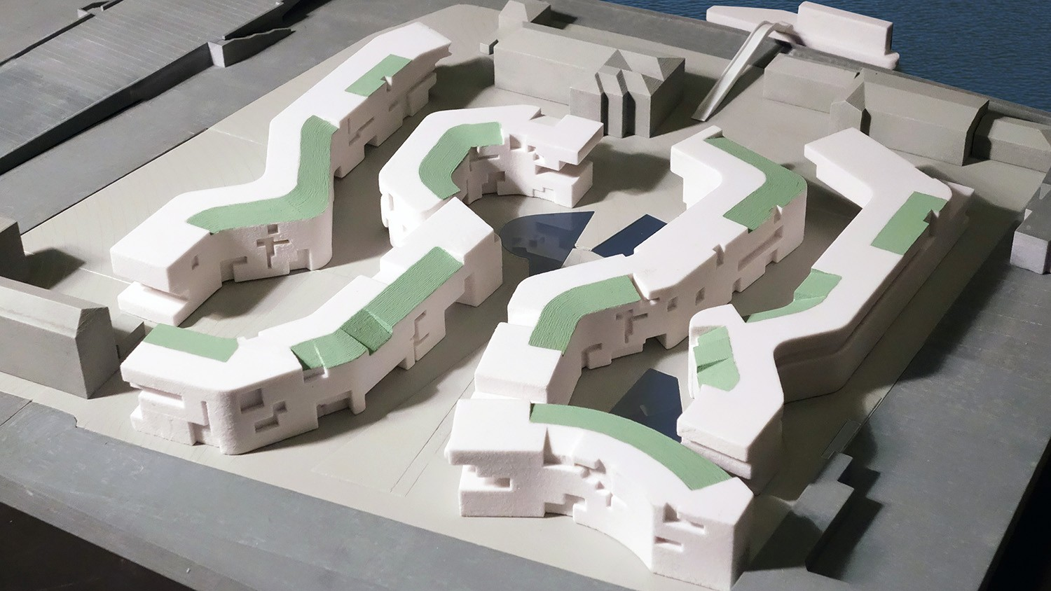 https://stevenholl.sfo2.digitaloceanspaces.com/uploads/projects/project-images/StevenHollArchitects_MGI_SHA-Moscow-SpatialRibbons_1_WH.jpg