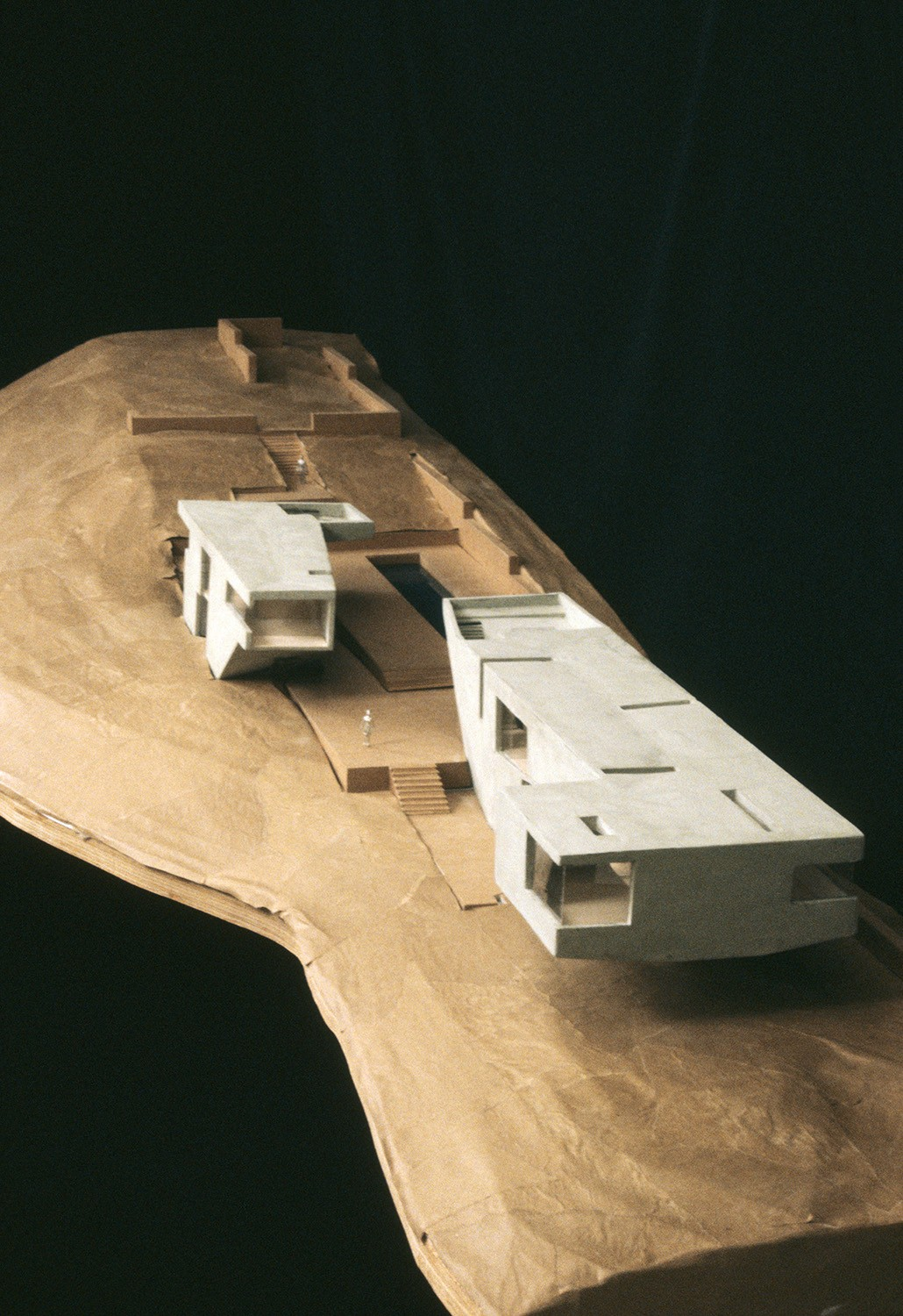 https://stevenholl.sfo2.digitaloceanspaces.com/uploads/projects/project-images/StevenHollArchitects_Oceanic_OceanicRetreatmodel2_WV.jpg