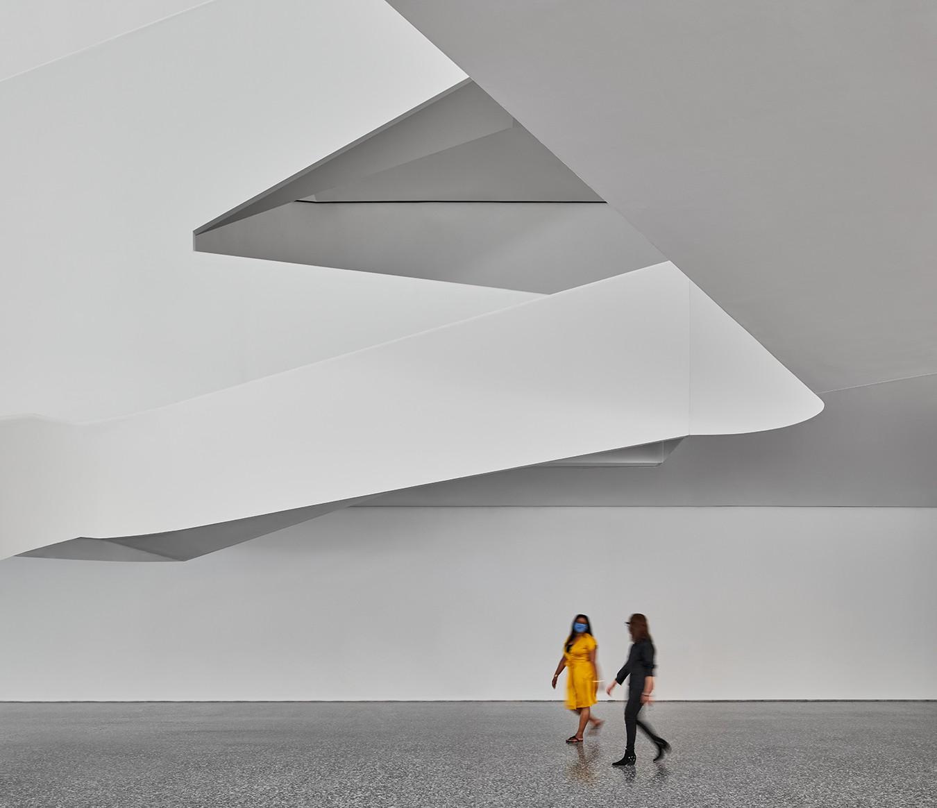 https://stevenholl.sfo2.digitaloceanspaces.com/uploads/projects/project-images/interiorforum_peterMollick.jpg