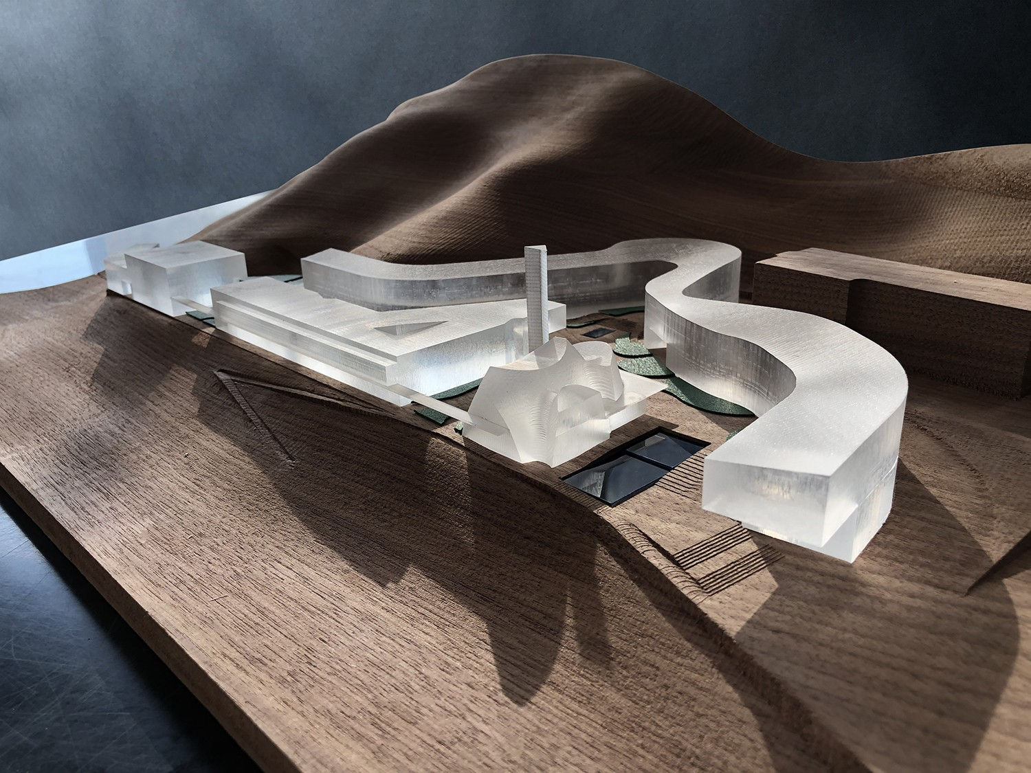 https://stevenholl.sfo2.digitaloceanspaces.com/uploads/projects/project-images/model1.jpg